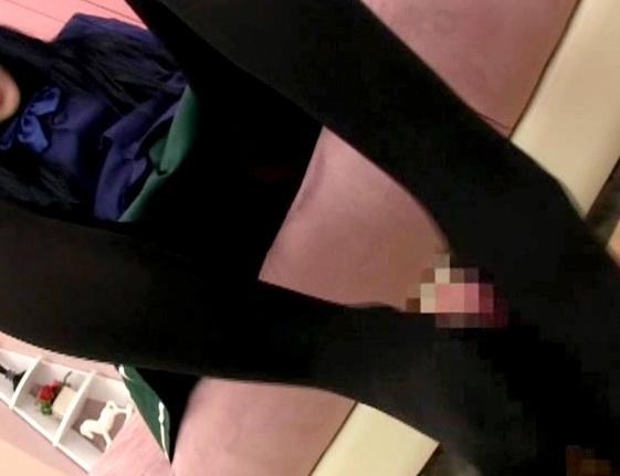 アクセ○ワールドの黒雪姫が春雪に黒パンストで足コキ責めの脚フェチDVD画像4