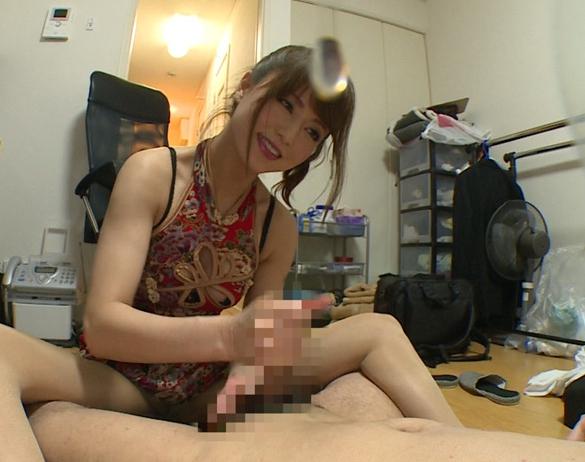 チャイナドレスの吉沢明歩がパンスト足コキと手コキで連続射精の脚フェチDVD画像5
