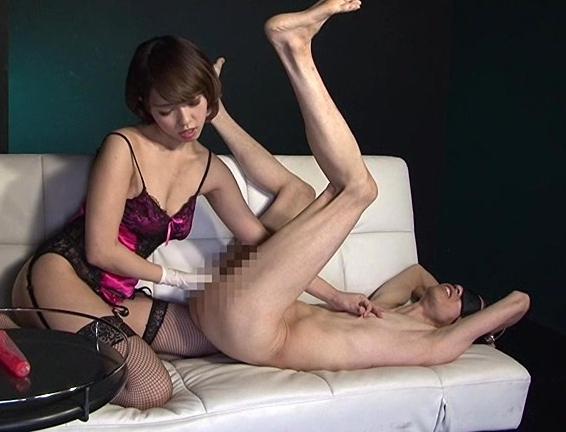 女王様のハイヒールで靴コキされ足舐めさせてもらうSMプレイの脚フェチDVD画像4