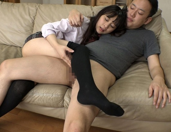 媚薬で発情した女子校生の妹にニーソ足コキされキメセク着衣SEXの脚フェチDVD画像5