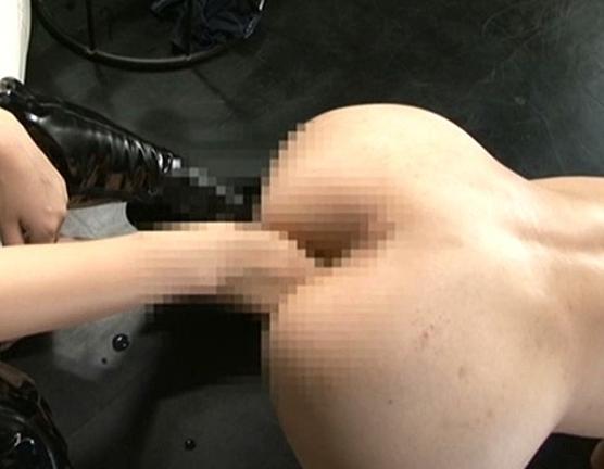 ペニバン女王様のブーツコキやアナル責めに肉棒から潮吹きの脚フェチDVD画像2