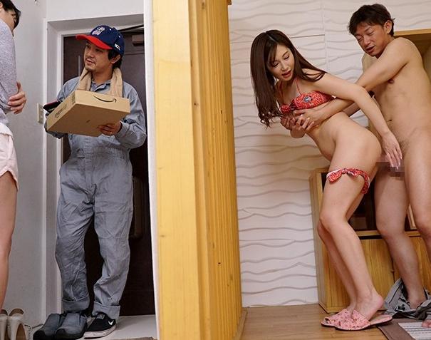 親友の男を寝取る痴女お姉さんがコタツの中で生足コキの脚フェチDVD画像6