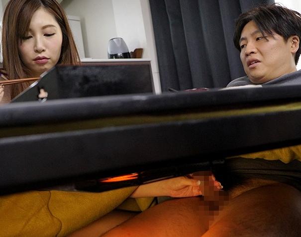 親友の男を寝取る痴女お姉さんがコタツの中で生足コキの脚フェチDVD画像1
