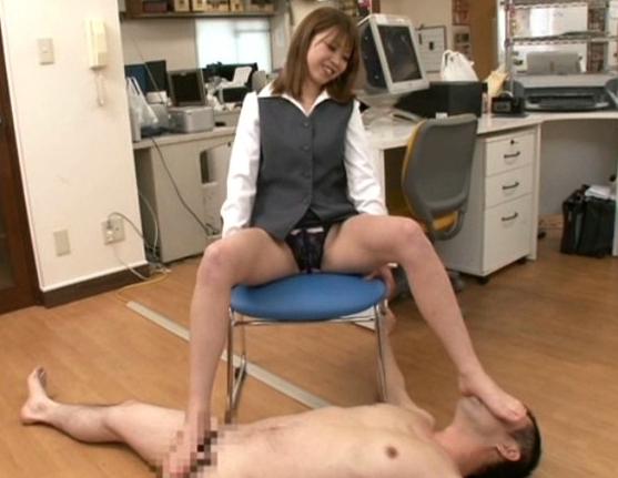 美少女がトレンカ足裏や生脚の脹脛で気持ち良すぎる足コキ抜きの脚フェチDVD画像4