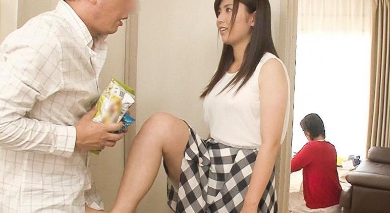 ドSな元カノは彼女の親友!?嫉妬心にかられる元カノと寝てる彼女の前でオラオラ見下し強制SEX&爆速男潮!!の脚フェチDVD画像1