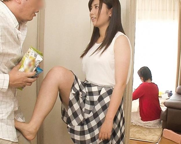 ドエスな元カノにイマカノと一緒に居る時に足コキで痴女られ絶頂の脚フェチDVD画像1