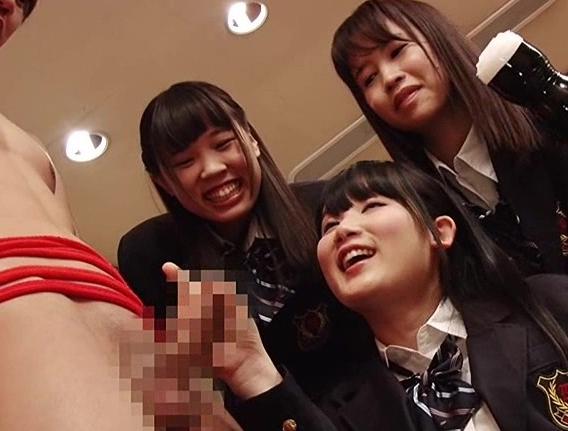 肉食系女子校生たちに拘束されハイソックス足コキで苛められるの脚フェチDVD画像6