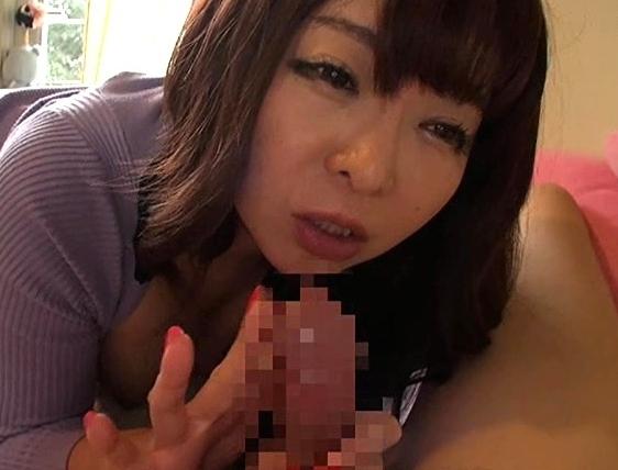 M男君の部屋に来た淫語痴女に素足やパンストで足コキされるの脚フェチDVD画像3