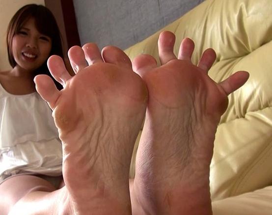 素人娘の足裏をアックアングルで堪能する足フェチ専門動画の脚フェチDVD画像6