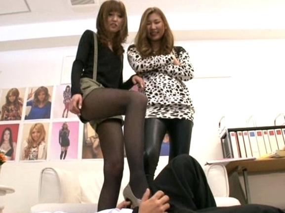 長身美脚モデルのハイヒールや素足で足コキされるドエス責めの脚フェチDVD画像3