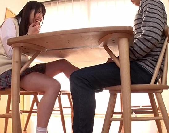 両親の再婚で出来た義妹に机の下からハイソックス足コキされるの脚フェチDVD画像1