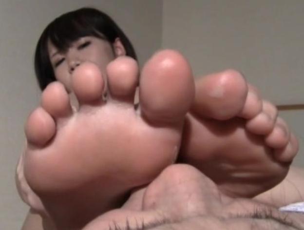 大きな足裏の足フェチレズが足舐めや爪先ファックでイキ狂うの脚フェチDVD画像4