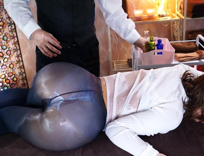 巨乳妻が媚薬マッサージで理性崩壊してパンスト着衣キメセクの脚フェチDVD画像5