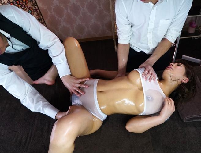 巨乳妻が媚薬マッサージで理性崩壊してパンスト着衣キメセクの脚フェチDVD画像3