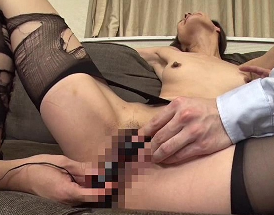 熟女秘書がパンスト美脚を肉棒に絡ませ足コキ抜きや着衣SEXの脚フェチDVD画像4