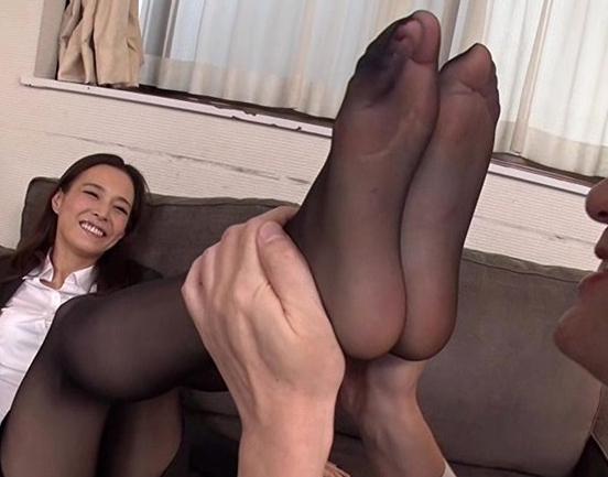 熟女秘書がパンスト美脚を肉棒に絡ませ足コキ抜きや着衣SEXの脚フェチDVD画像1