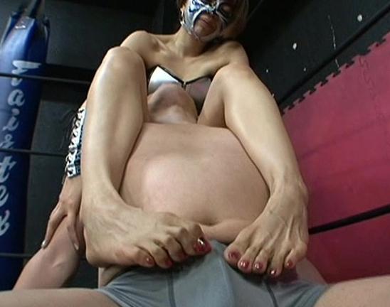 足コキ女王様のスージーQが超絶テクニックで潮吹き足射させるの脚フェチDVD画像2