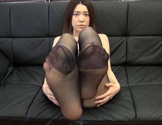 パンストマニア必見!巨乳娘のパンスト足コキや着衣SEXでイクの脚フェチDVD画像2