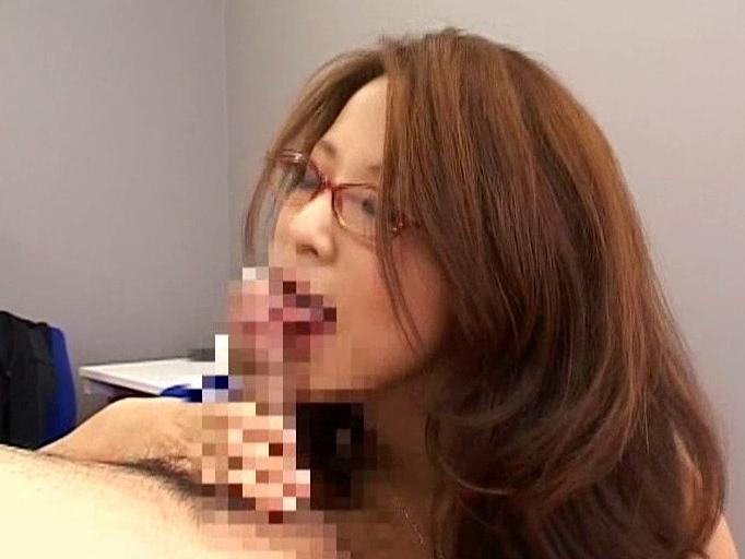インテリ女社長が社員の股間をハイヒールコキや足コキで癒すの脚フェチDVD画像3
