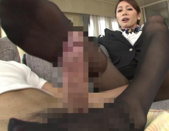 上品な熟女CAの蒸れた黒パンストで足コキされ痴女られるの脚フェチDVD画像3