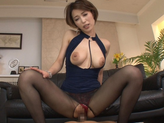 大人のフェロモンが溢れる美女の妖艶な網タイツ足コキの脚フェチDVD画像6