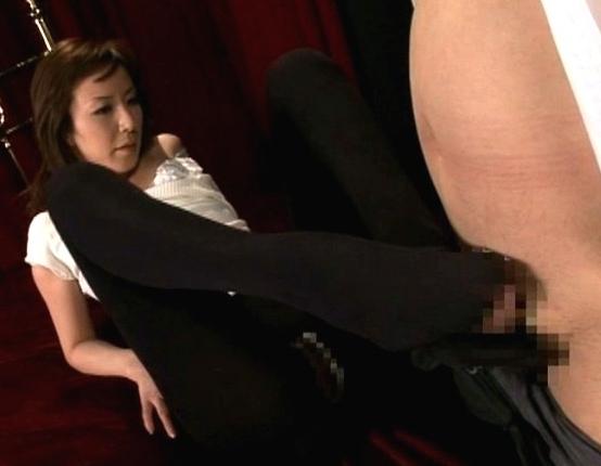 上品な顔をしていやらしい淫語を囁くエロ秘書のパンスト足コキの脚フェチDVD画像5