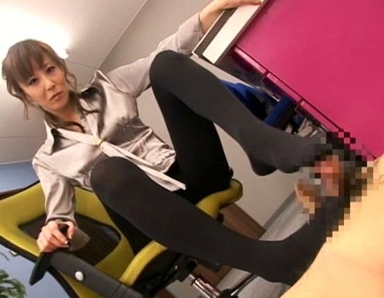 上品な顔をしていやらしい淫語を囁くエロ秘書のパンスト足コキの脚フェチDVD画像3