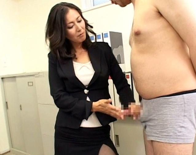 ドエス女教師が蒸れて湿ったパンスト足で強烈な足コキ責めの脚フェチDVD画像4