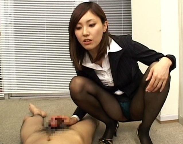 ドエス女教師が蒸れて湿ったパンスト足で強烈な足コキ責めの脚フェチDVD画像1