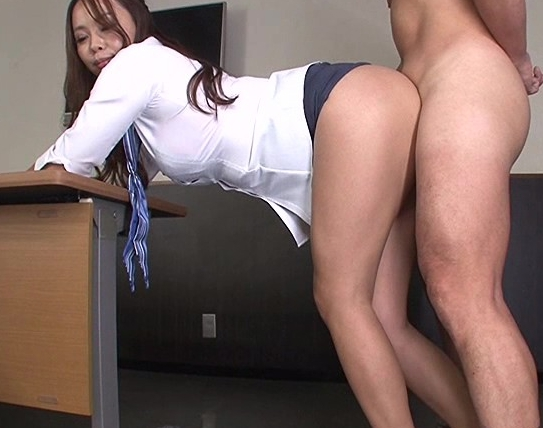 ミニスカートの痴女OLがムッチムチの美脚で太腿コキ責めの脚フェチDVD画像6