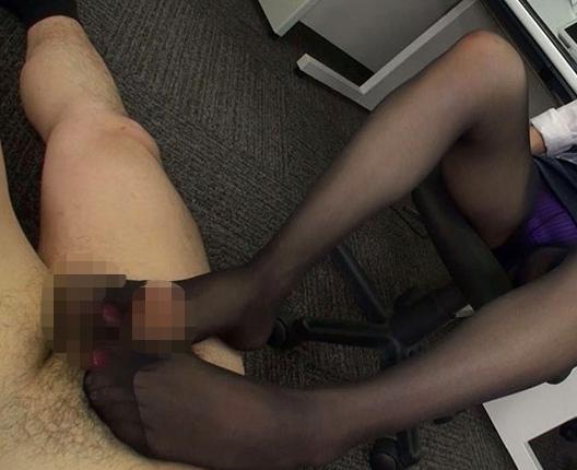 痴女OLが仕事中に穿きっ放しの蒸れたパンスト美脚で足コキ抜きの脚フェチDVD画像6