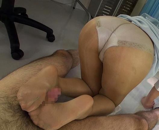 痴女OLが仕事中に穿きっ放しの蒸れたパンスト美脚で足コキ抜きの脚フェチDVD画像3