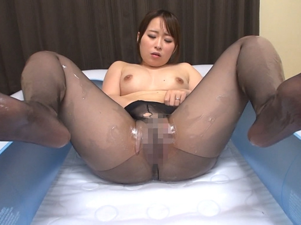 人妻のパンストを足裏から爪先まで味わう足コキと着衣SEXの脚フェチDVD画像6