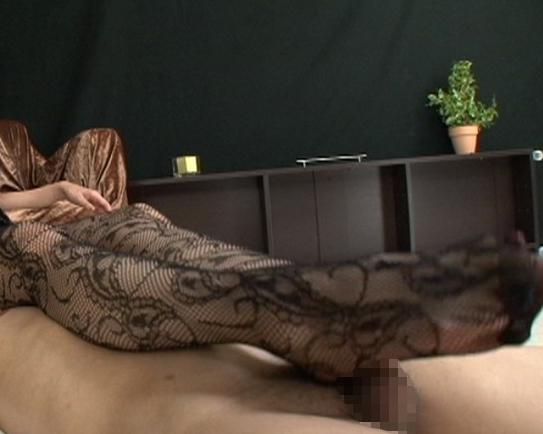 パンストマニアの為に作られた足裏や足コキばかりの作品の脚フェチDVD画像4