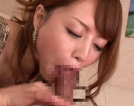 若妻あっきーが色々な日常シーンでエッチな足コキや着衣SEXの脚フェチDVD画像3