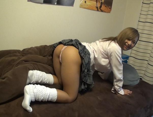 激カワ女子校生GALがルーズソックスの足裏で足コキする援交SEXの脚フェチDVD画像1