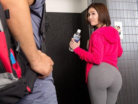 熟れたデカ尻下半身にレギンスを穿いた人妻をバックから着衣SEXの脚フェチDVD画像1