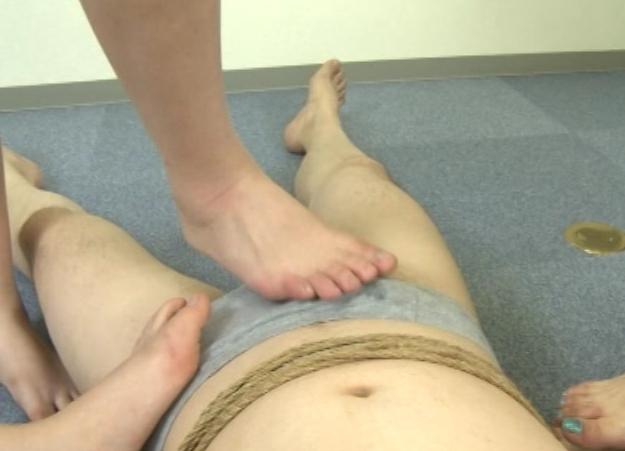 OLの蒸れて湿った足臭パンストの足裏を嗅ぎまくる足フェチ動画の脚フェチDVD画像6
