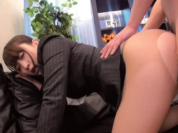 OL美女たちをランチタイムにホテルへ連れ込み足コキや着衣SEXの脚フェチDVD画像5