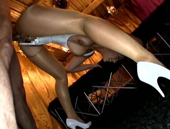 スタイル抜群のキャンギャルが美脚パンストで足コキや着衣SEXの脚フェチDVD画像6