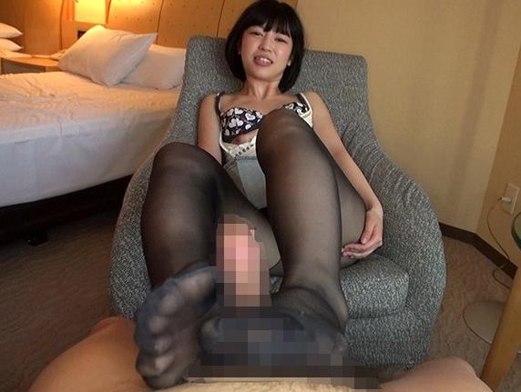 現役女子大生の柔らかくてプニプニのパンスト美脚で足コキ抜きの脚フェチDVD画像3