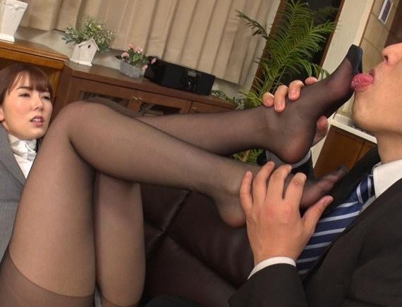 仕事に厳しい女上司が酔って乱れてパンスト足コキや着衣SEXの脚フェチDVD画像1