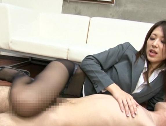長身秘書がスレンダーなパンスト美脚で太ももコキ抜きや着衣SEXの脚フェチDVD画像3