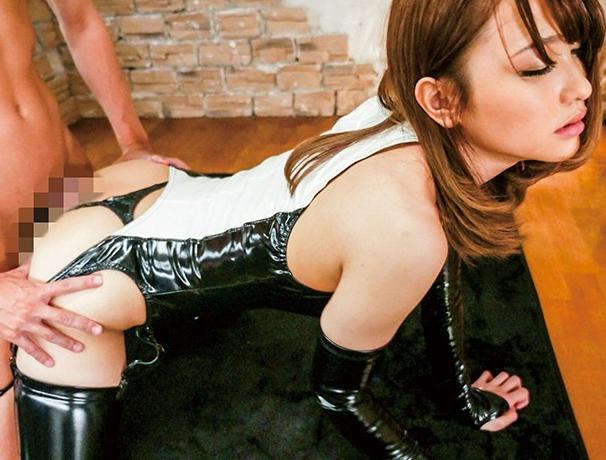 極上の美女がボンテージにエナメルブーツを穿きM男にブーツコキの脚フェチDVD画像6