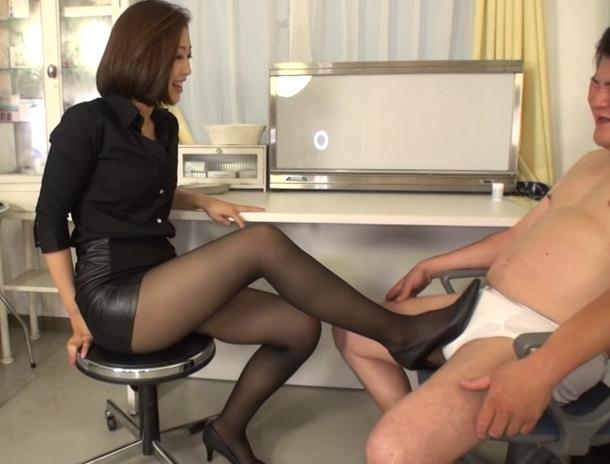 痴女教師がM男を淫語とパンスト足コキで誘惑し中出しセックスの脚フェチDVD画像4
