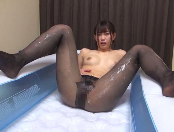 熟女妻の柔らかいパンスト美脚で足コキや着衣SEXをして大量足射の脚フェチDVD画像6