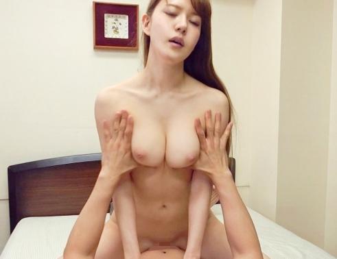 長身美脚のモデル妻が美しい爪先で生足コキやパイパンセックスの脚フェチDVD画像4