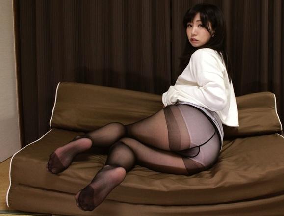 人妻のムチムチパンスト美脚の足裏で足コキさせ着衣SEXで足射の脚フェチDVD画像1