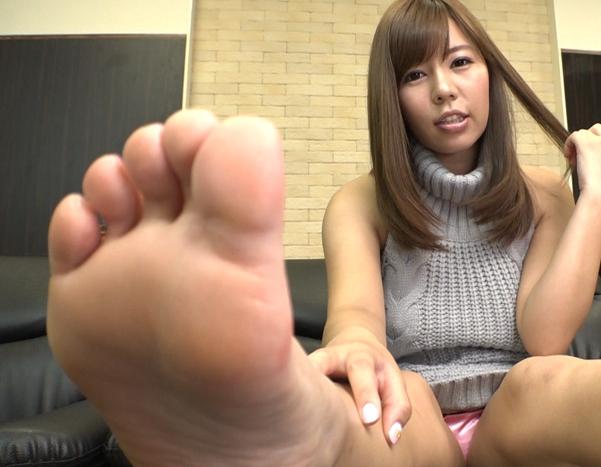 女性に罵倒されながら臭い足裏で踏み付けられる足フェチ専用動画の脚フェチDVD画像5