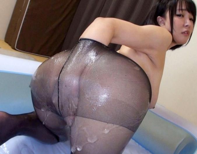 肉厚な下半身がエロい人妻がパンストを穿いて足コキや着衣SEXの脚フェチDVD画像1